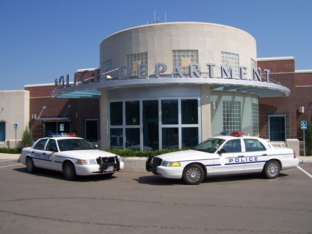 police station Welcome to the web home of the hendersonville police department on this site you will find information about our agency including our history, our specialized services we offer, our bureaus and employees, employment information and many other facts and photos.